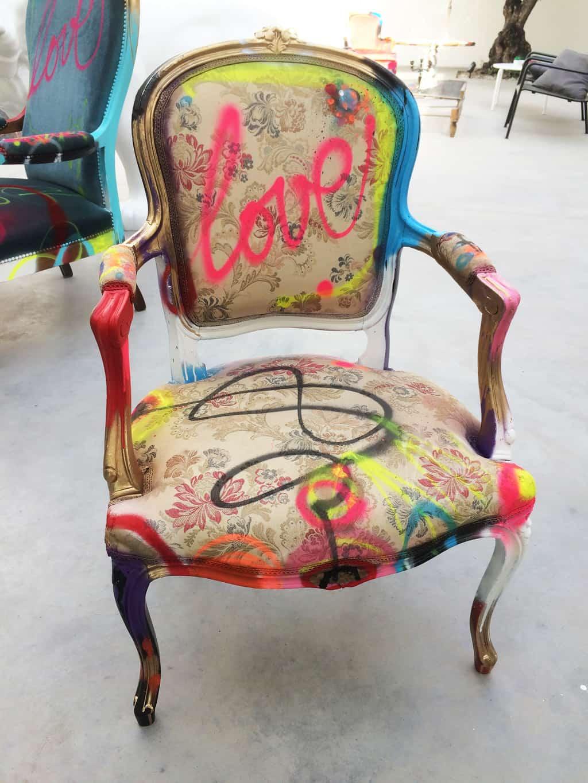 """Fauteuil customisé DONOMIQ face """"Love Chair"""" 195"""