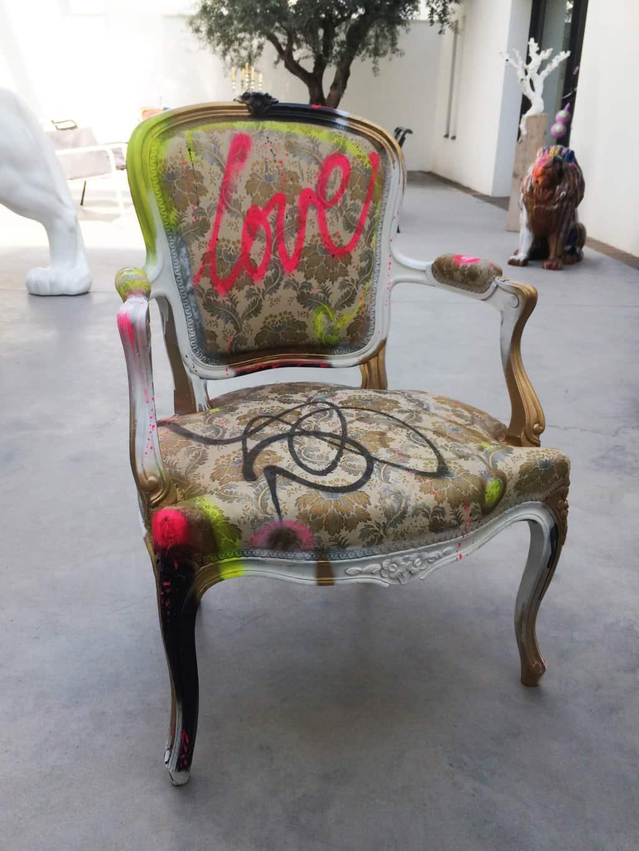 """Fauteuil customisé DONOMIQ face """"Love Chair"""" 196"""