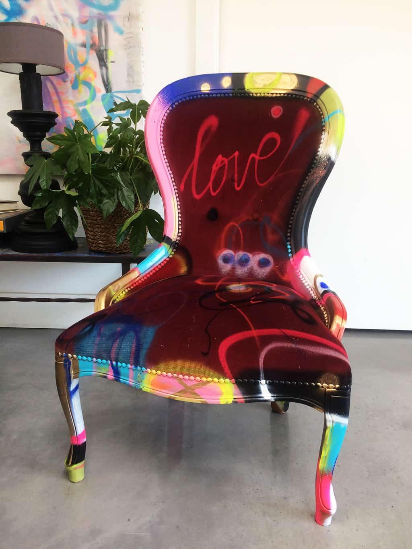 """Chaise customisée DONOMIQ bordeaux face """"Love Chair"""" 193"""