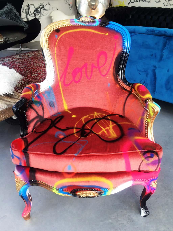 """Fauteuil customisé DONOMIQ rose face """"Love Chair"""" 192"""
