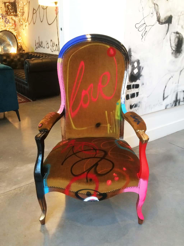 """Fauteuil customisé DONOMIQ face """"Love Chair"""" 194"""